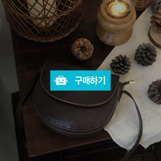 가죽 반달 미니 크로스백 [2color]  / 다쿠니마켓님의 스토어 / 디비디비 / 구매하기 / 특가할인